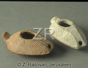 1328-1 Arabic per.-oil lamp