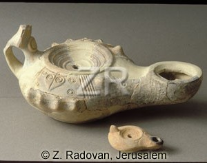 1332 Large oil lamp