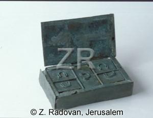 2076 Roman medicine box