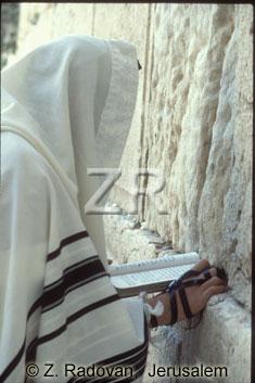 2188-1 Praying