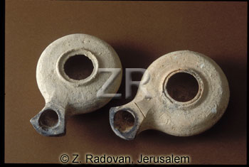 2668 Herodian oil lamp