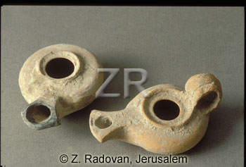 2668 Herodian oil lamps
