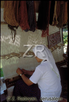 3301-1 Weaving carpets