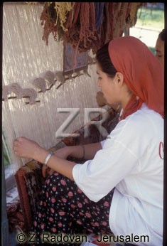 3301-4 Weaving carpets