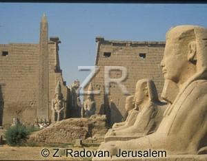 3530.-6 Luxor temple