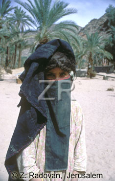3613-2 Bedwi girl