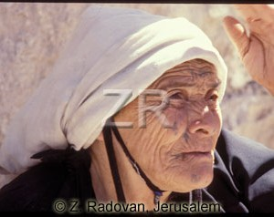 4029 Arab village woman