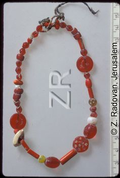 4297-3 Glass necklace