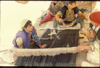 433-7 Carpet weaving