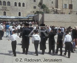 4449-2 Jewish familyes
