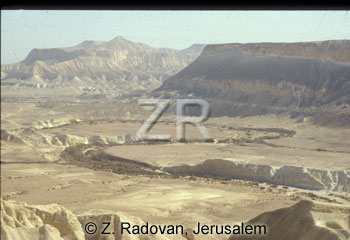 690-2 The desert of Zin