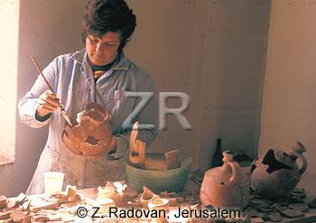 1944-4 Pottery restoration