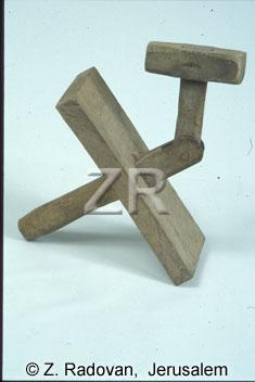 3892-3 Purim klapper
