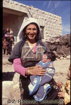 3931-2 Arab woman