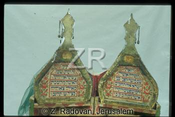 4647-2 Torah case inscr