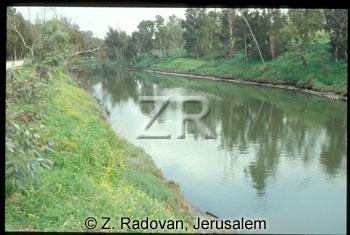 4925-4 Yarkon river