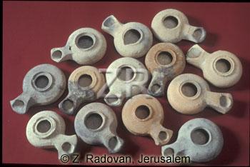 669 Herodian oil lamps